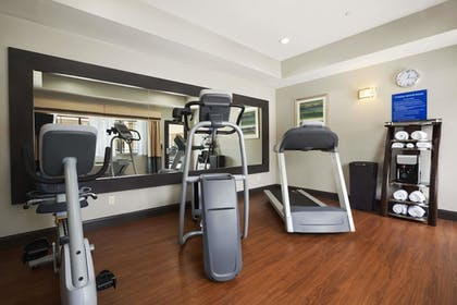 Fitness Facility | Days Inn & Suites by Wyndham Houston North-Spring