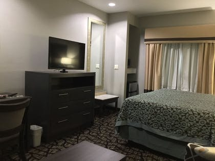 Guestroom | Days Inn & Suites by Wyndham Houston North-Spring