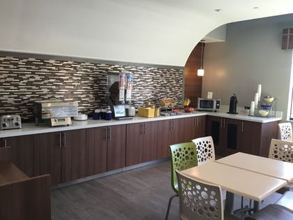 Breakfast Area | Days Inn & Suites by Wyndham Houston North-Spring