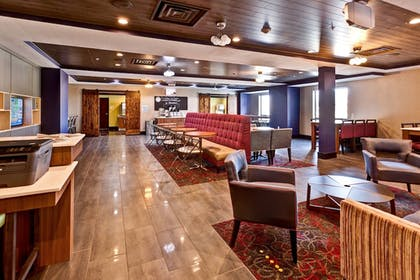 Restaurant | Holiday Inn Express Hutchinson