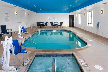Pool | Holiday Inn Express Hutchinson