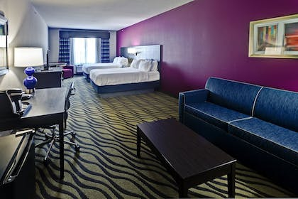 Guestroom | Holiday Inn Express Hutchinson