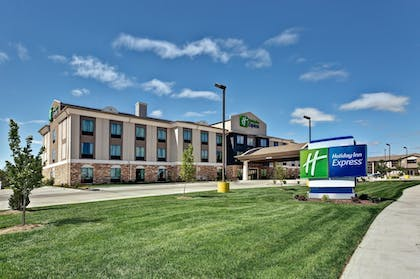 Exterior | Holiday Inn Express Hutchinson