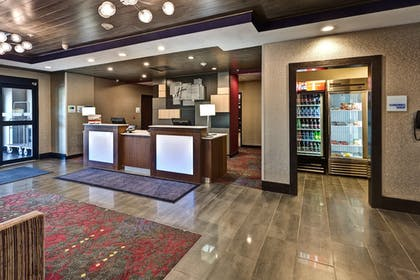 Lobby | Holiday Inn Express Hutchinson