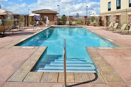 Pool   Holiday Inn Express & Suites Page