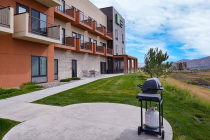 BBQ/Picnic Area | Holiday Inn Express & Suites Pocatello