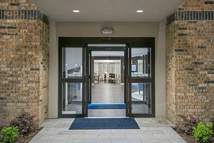 Hotel Entrance | Holiday Inn Express & Suites Houston North - IAH Area