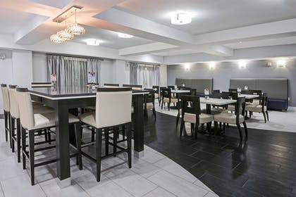 Restaurant | Holiday Inn Express & Suites Houston North - IAH Area