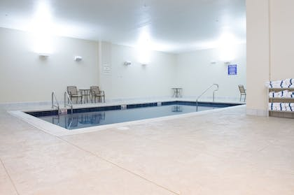 Pool | The Bluemont Hotel