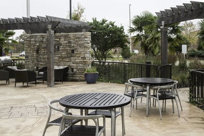Outdoor Dining | TownePlace Suites Oxford