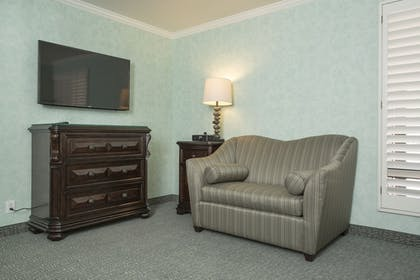 Living Area | Franciscan Inn & Suites