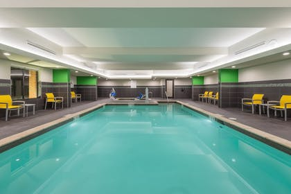 Pool | Holiday Inn Express & Suites Norman