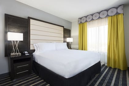 Guestroom | Holiday Inn Express & Suites Norman