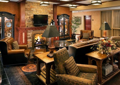 Lobby Sitting Area | The Lodge at Deadwood Gaming Resort