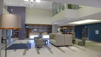 Lobby Sitting Area | Holiday Inn Express & Suites Miami Airport East