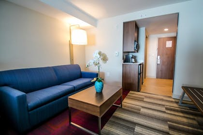 Guestroom | Holiday Inn Express & Suites Miami Airport East