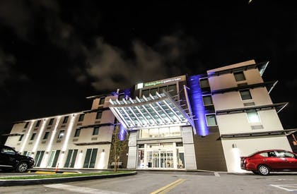 Exterior | Holiday Inn Express & Suites Miami Airport East