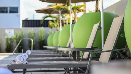Sundeck | Holiday Inn Express & Suites Miami Airport East