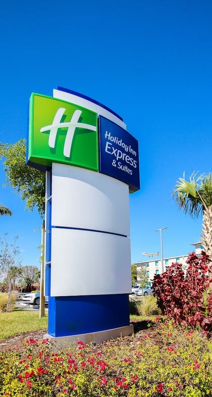 Aerial View | Holiday Inn Express & Suites Miami Airport East