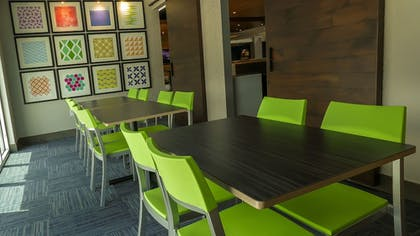 Food Court | Holiday Inn Express & Suites Miami Airport East