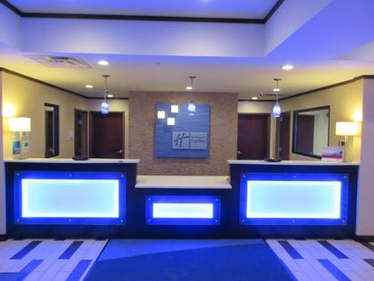 Lobby | Holiday Inn Express & Suites Butler