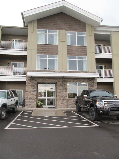 Hotel Entrance | Crystal Springs Inn and Suites