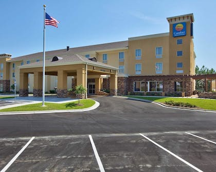 Hotel Front | Comfort Inn & Suites Dothan East