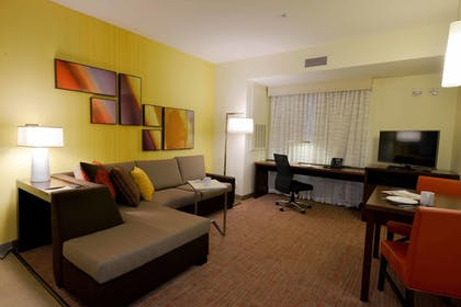 Guestroom | Residence Inn by Marriott Omaha Aksarben Village