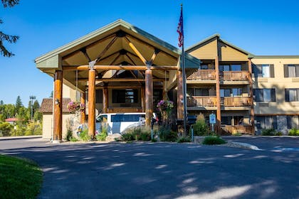 Hotel Entrance | The Pine Lodge on Whitefish River, Ascend Hotel Collection