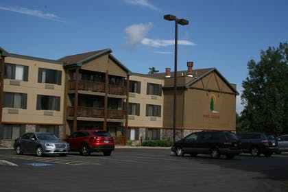Parking | The Pine Lodge on Whitefish River, Ascend Hotel Collection