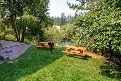 BBQ/Picnic Area | The Pine Lodge on Whitefish River, Ascend Hotel Collection