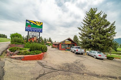Hotel Front | Discovery Lodge