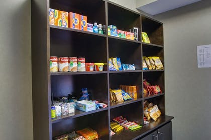 Snack Bar   Holiday Inn Express & Suites Sidney