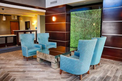 Lobby   Holiday Inn Express & Suites Sidney