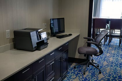 Business Center   Holiday Inn Express & Suites Sidney