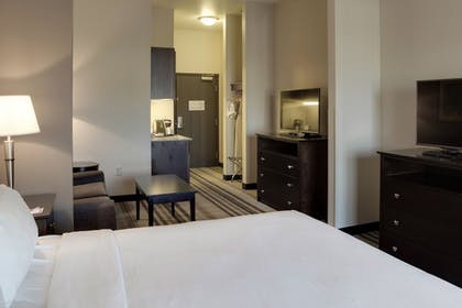 Guestroom | Holiday Inn Express & Suites Nevada