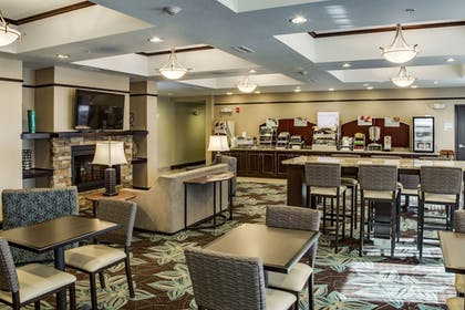 Restaurant | Holiday Inn Express & Suites Nevada