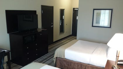 Room | Holiday Inn Express & Suites Nevada