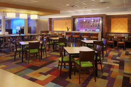 Restaurant | Fairfield Inn & Suites Springfield Northampton/Amherst