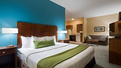 Guestroom | Best Western Plus Patterson Park Inn