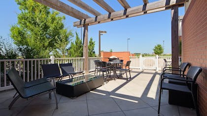 BBQ/Picnic Area | Best Western Plus Patterson Park Inn