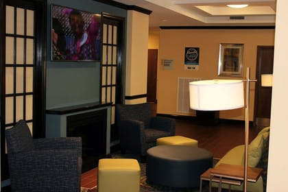 Lobby | Holiday Inn Express & Suites Lebanon