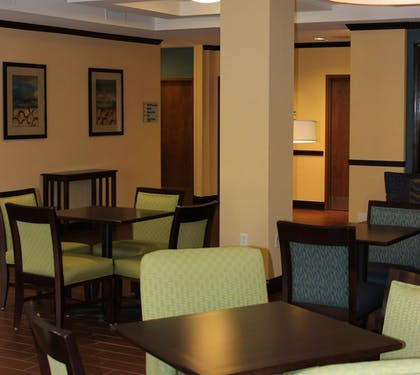 Restaurant | Holiday Inn Express & Suites Lebanon