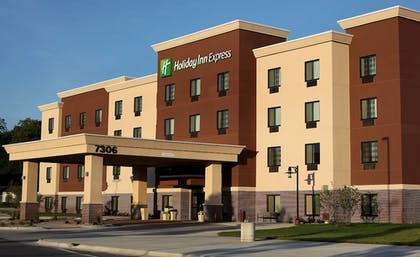 Exterior | Holiday Inn Express & Suites Omaha South - Ralston Arena