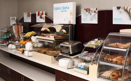 Restaurant | Holiday Inn Express & Suites Omaha South - Ralston Arena