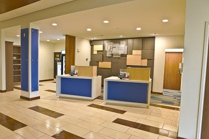 Lobby | Holiday Inn Express & Suites Rochester Hill - Detroit Area