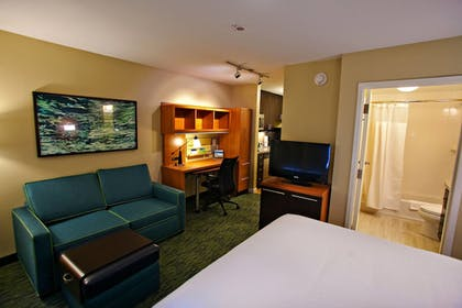 Guestroom | TownePlace Suites by Marriott Fort Walton Beach-Eglin AFB