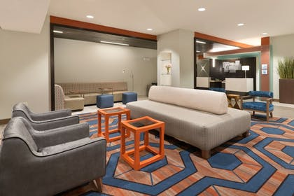 Lobby | Holiday Inn Express & Suites Hot Springs