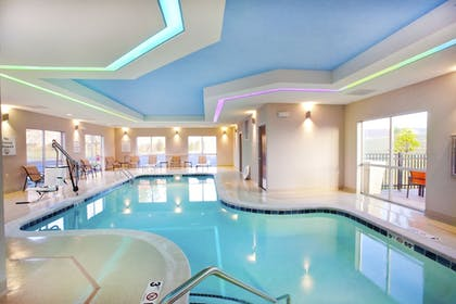 Pool | Holiday Inn Express & Suites Hot Springs