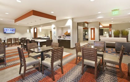 Breakfast Area | Holiday Inn Express & Suites Hot Springs